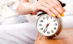 Врач объяснил, кому можно спать меньше восьми часов в сутки