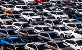 Аналитики предсказали падение продаж легковых автомобилей в России на 30%