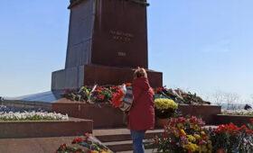 На Украине одни вспоминали Георгия Жукова,  другие рвались на Москву