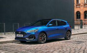 Ford Focus обновлён на фоне обвала продаж, моторная гамма сокращена, «робот» вернулся